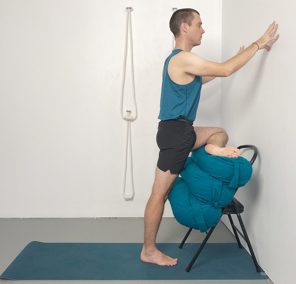 upright piriformis stretch